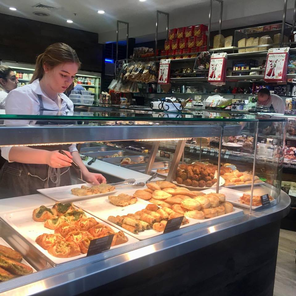 4mates empanadas at your deli shop, restaurant, food truck or coffee shop.
