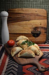 Empanadas y Malbec